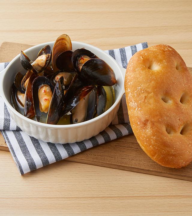 ムール貝とマッシュルームのアヒージョ(Bigフォカッチャ付き)